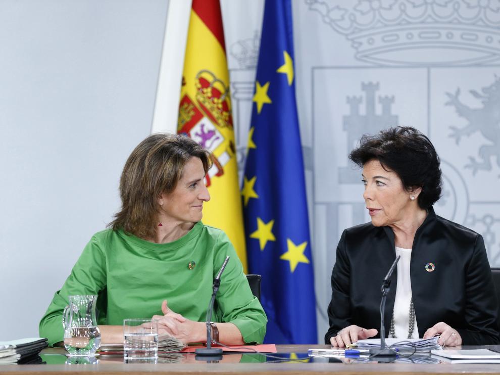 La ministra de Transición Ecológica, Teresa Ribera, junto a Isabel Celaá.