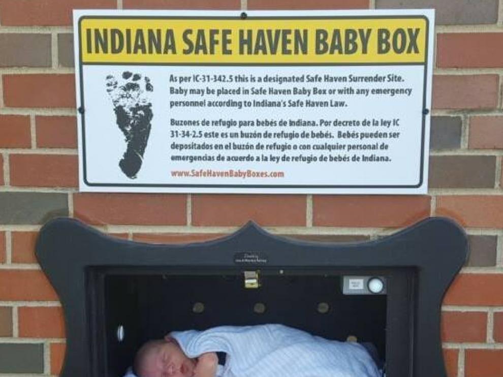 Es una especie de incubadora con sensores que miden la temperatura y avisan cuando se coloca a un bebé en su interior.