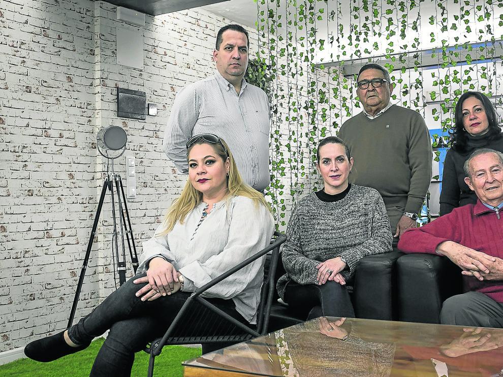 Ana Hernández, Haydeé Alegre y Luis Blanco, sentados. De pie, José Humberto Páez, Adalfredo Salazar y Matilde Hernández.
