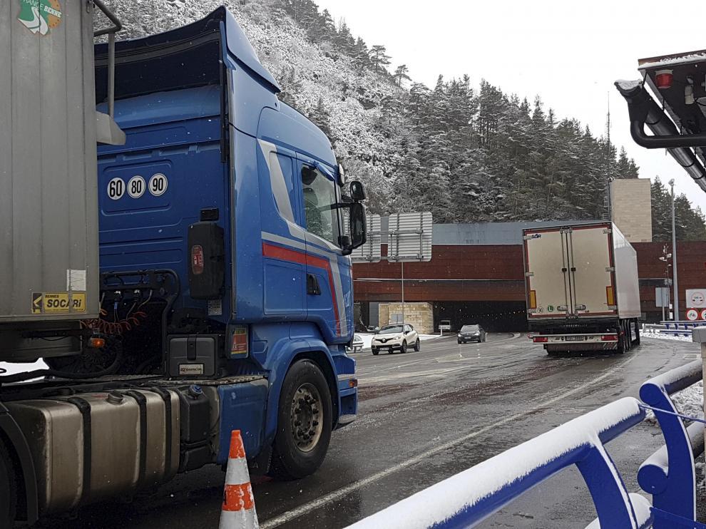 Somport es el tercer paso fronterizo español que más camiones atrae con una media de 364 al día