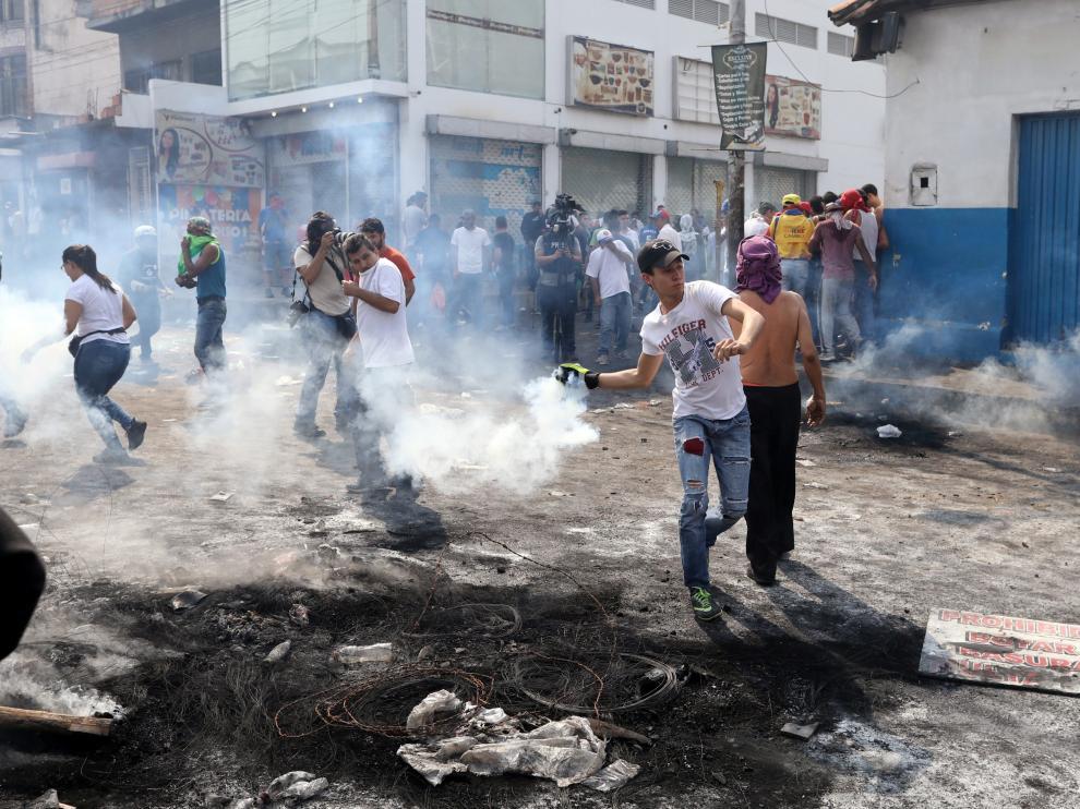 Enfrentamientos en la frontera de Venezuela con Colombia