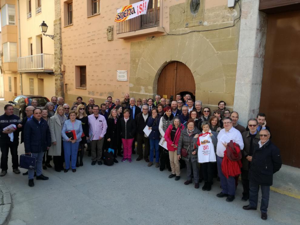 Algunos de los asistentes a las puertas de la casa natal de Miguel Servet