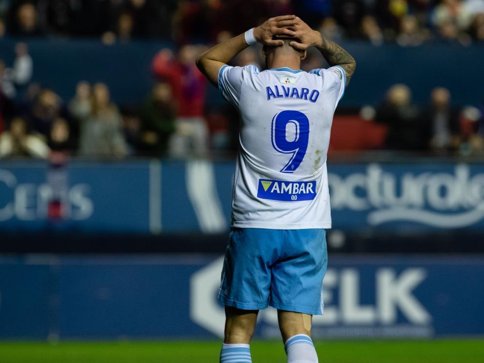 Álvaro Vázquez se lamenta de una ocasión fallada en el partido de ayer entre Osasuna y el Real Zaragoza.