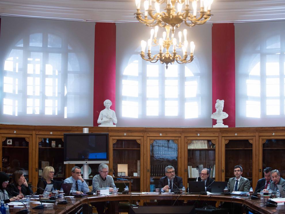 El rector de la Universidad de Zaragoza, José Antonio Mayoral, con su equipo en el último Consejo de Gobierno