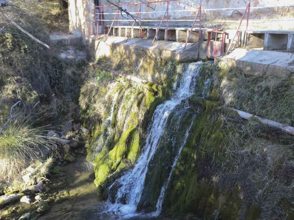 El agua fluye a 705 metros de altitud en Fuenmayor