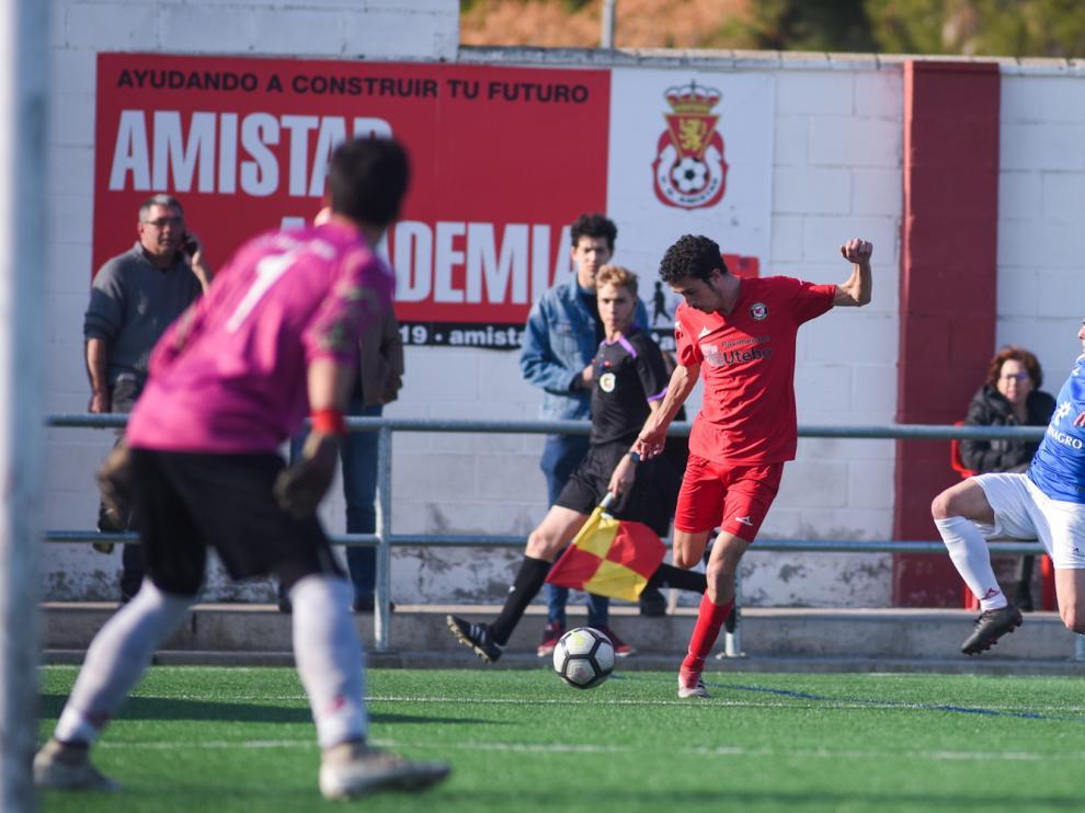 Lance del partido entre el Zaragoza 2014 ante el Tardienta.