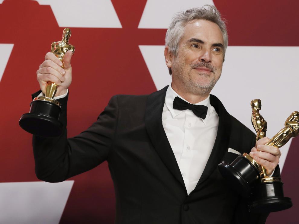 Alfonso Cuarón con sus tres estatuillas.