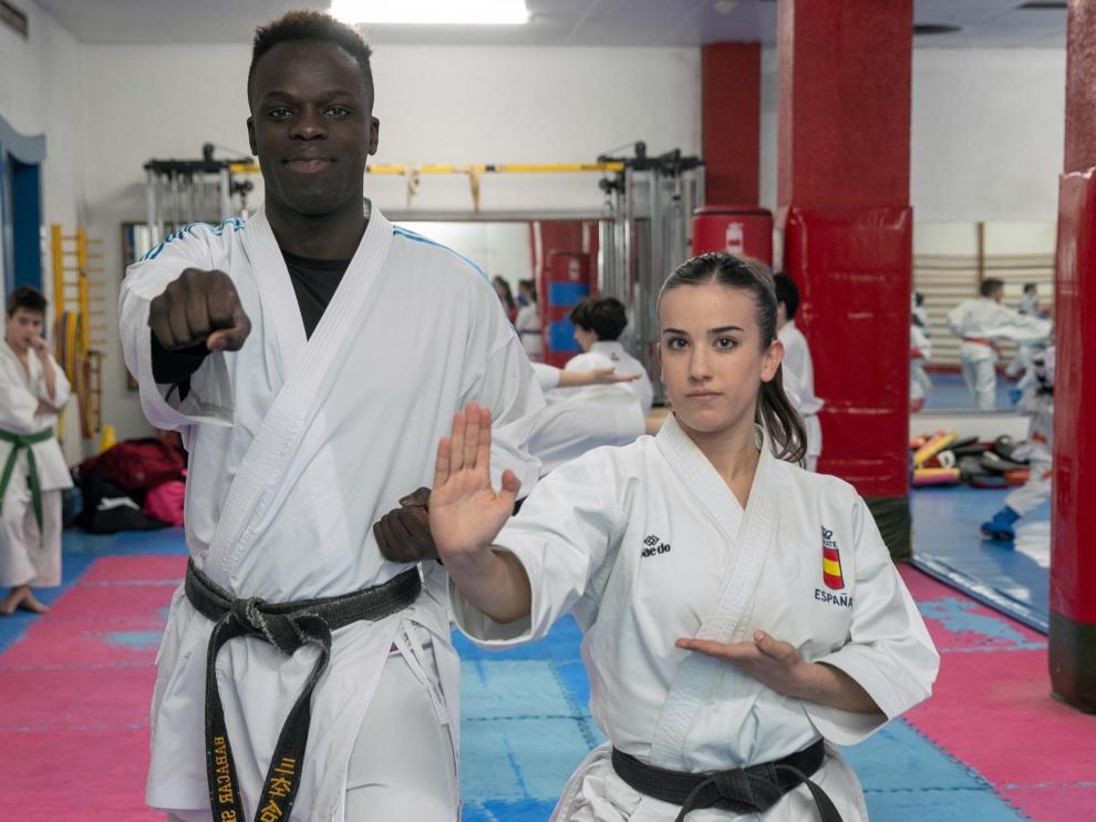 Babacar Seck y Raquel Roy, la semana pasada en el gimnasio Sankukai de Zaragoza.