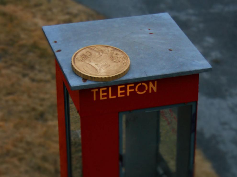 Cabina de teléfonos en miniatura... o no.