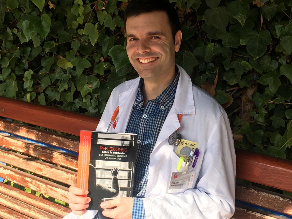 El doctor José Luis Bonafonte, médico geriatra del Hospital San Juan de Dios de Zaragoza.