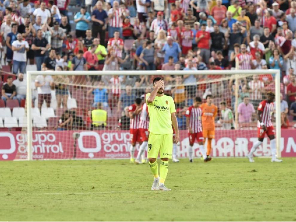 Papunashvili se lamenta desde medio campo tras ver cómo el Almería había logrado el 2-1 después de un error suyo en una contra que debió ser el 1-2 en el minuto 87.