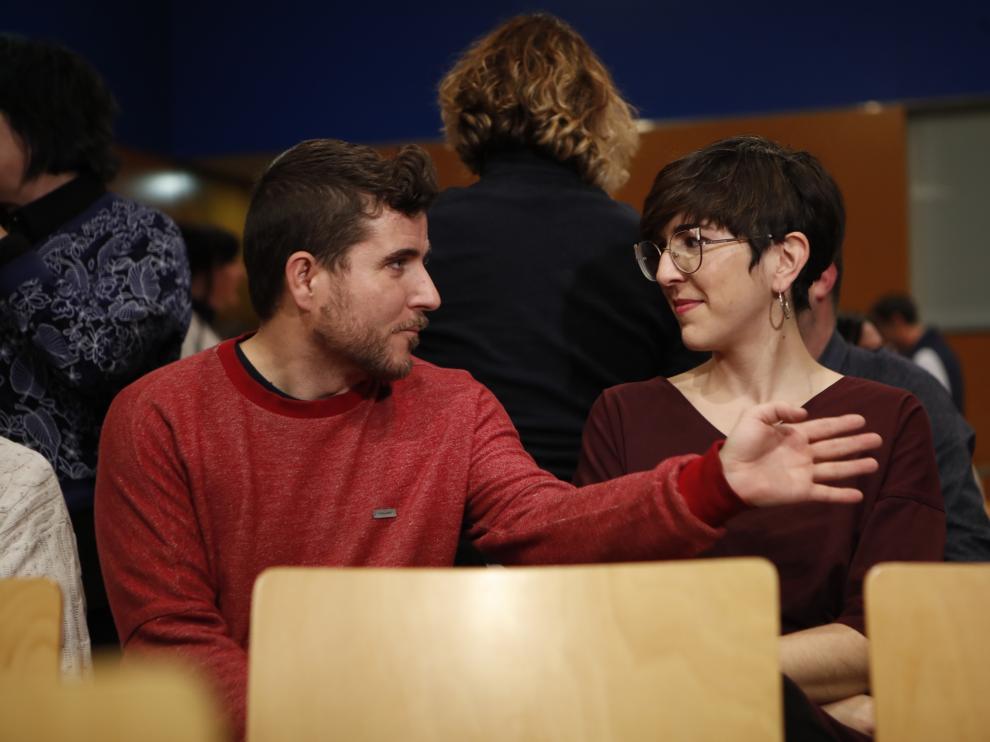 El secretario general de Podemos-Aragón, Nacho Escartín, y la candidata municipal Violeta Barba, el pasado viernes en el plenario de ZEC.
