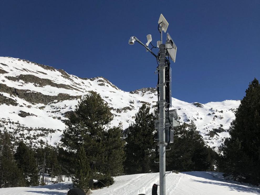 Técnicos de la CHE haciendo mediciones de nieve en la Besurta (Benasque)