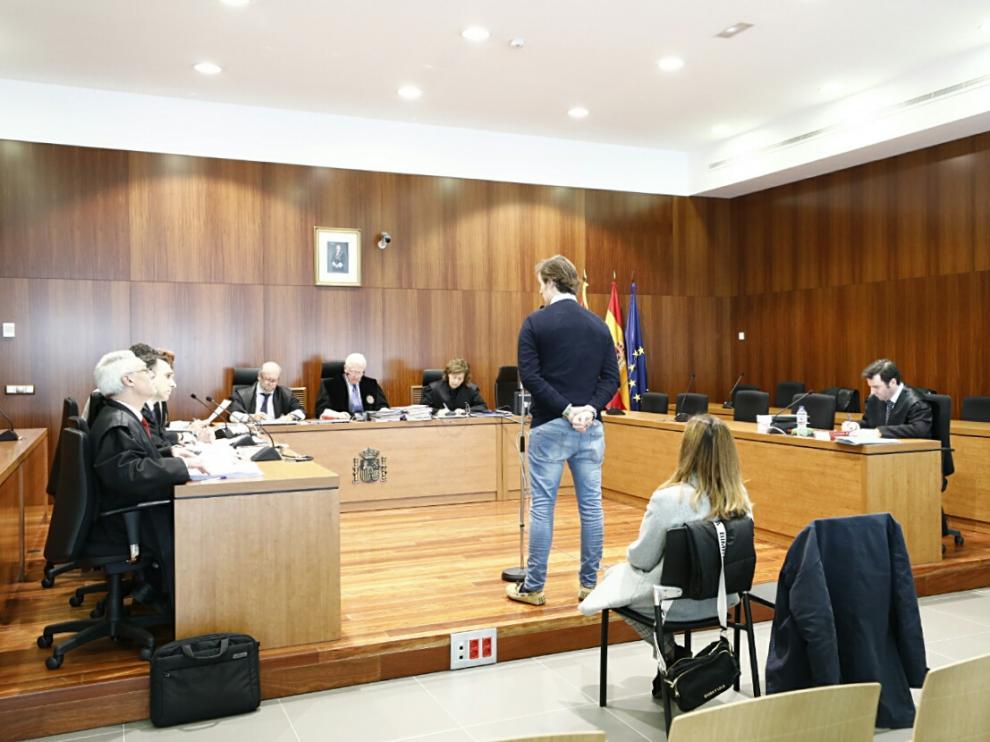 Los acusados, ayer, declarando en la Audiencia Provincial de Zaragoza.