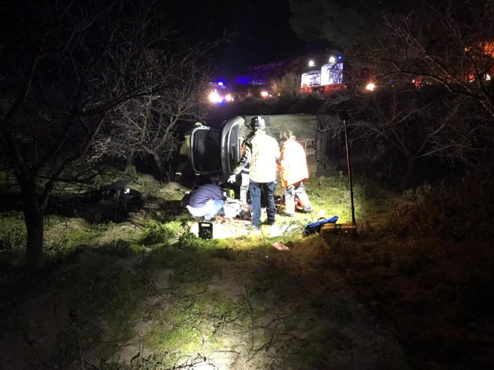Tareas de rescate de los jóvenes accidentados.