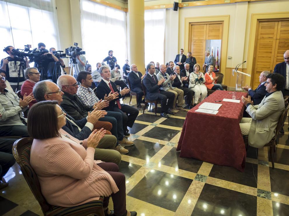Firma del acuerdo entre el Gobierno de Aragón y los municipios que compondrán la Comarca Central.