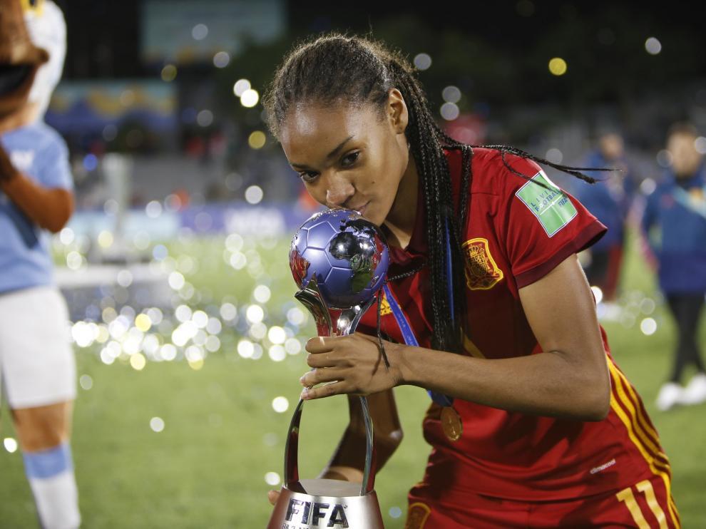 Salma Paralluelo, campeona del mundo sub-17 de fútbol.