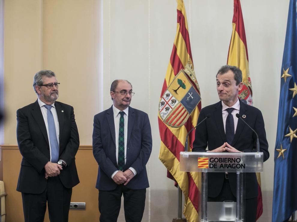 El ministro Pedro Duque, con los firmantes del Pacto de la Ciencia.