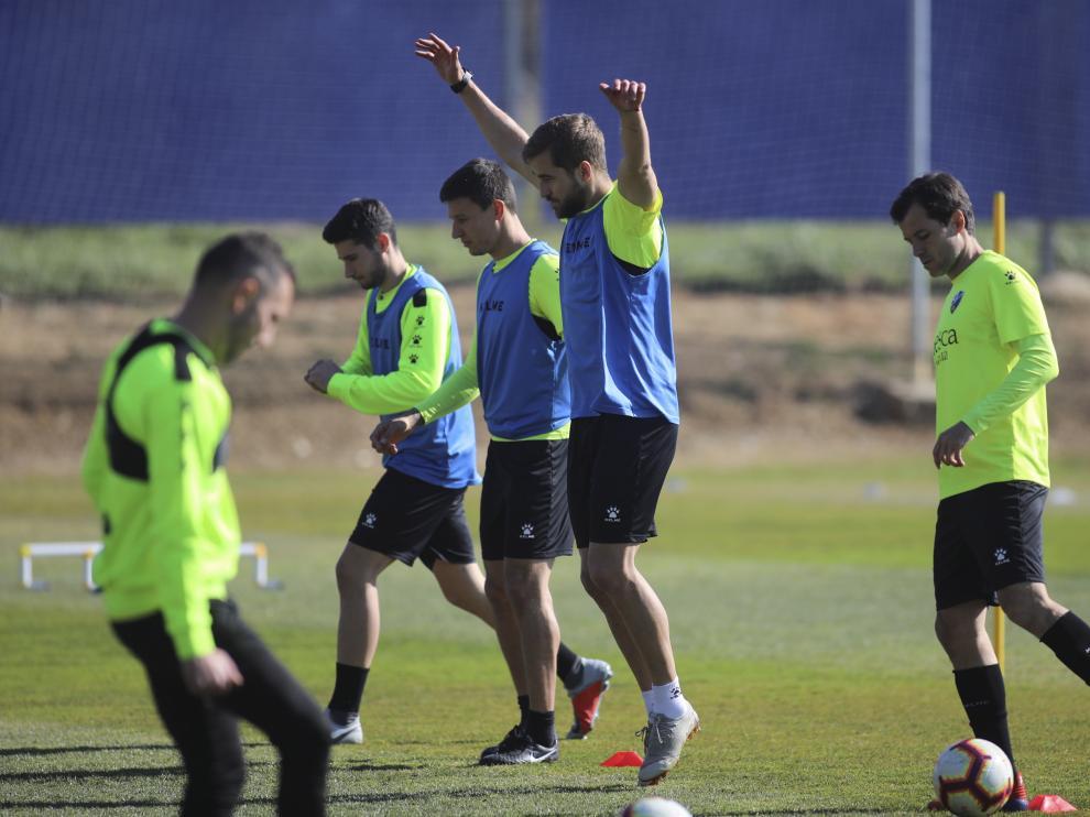 Jorge Pulido, en el centro de la imagen, durante el entrenamiento de este martes.