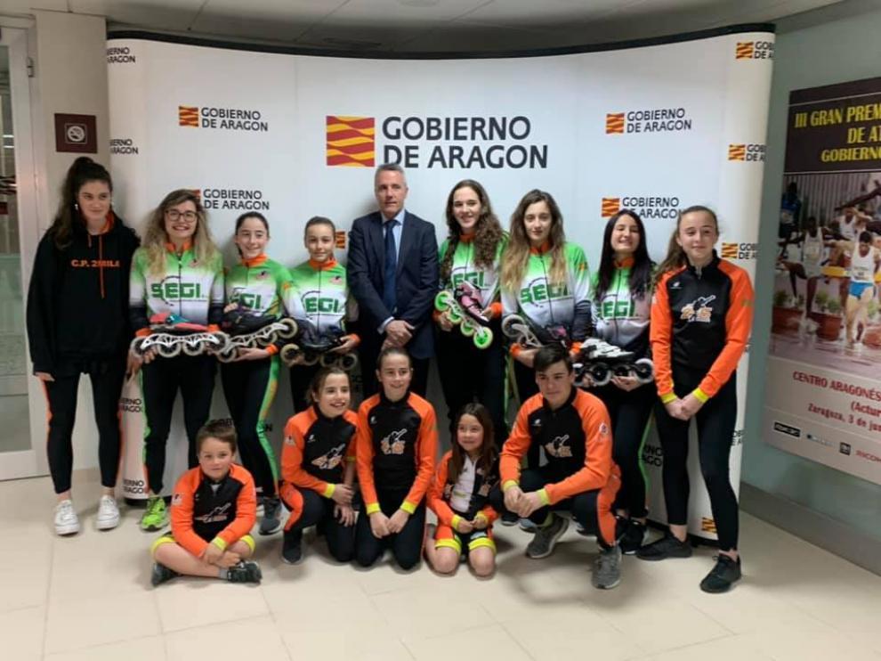 Equipo del CP2mil6, junto con el director general de Deportes, Javier de Diego.