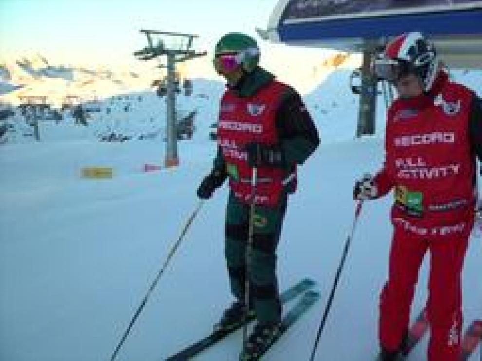 Luis Alberto Hernando y su compañero Sergio Lamas superan el récord establecido de 24 horas seguidas esquiando un total de 86.565 metros de forma ininterrumpida.