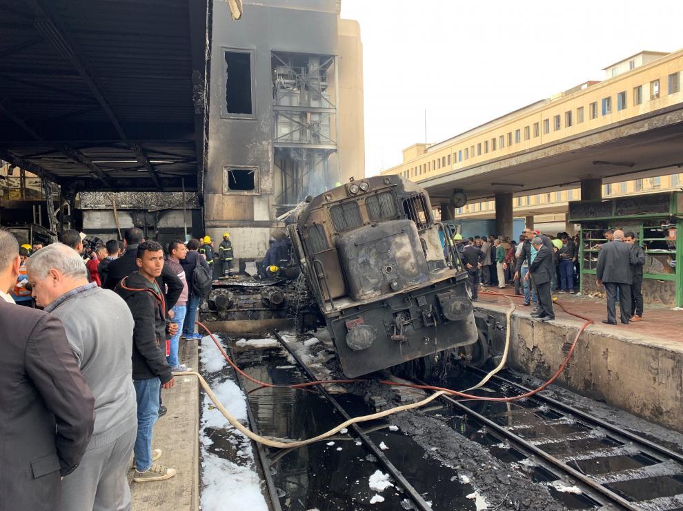 Daños en uno de los vagones del tren incendiado.