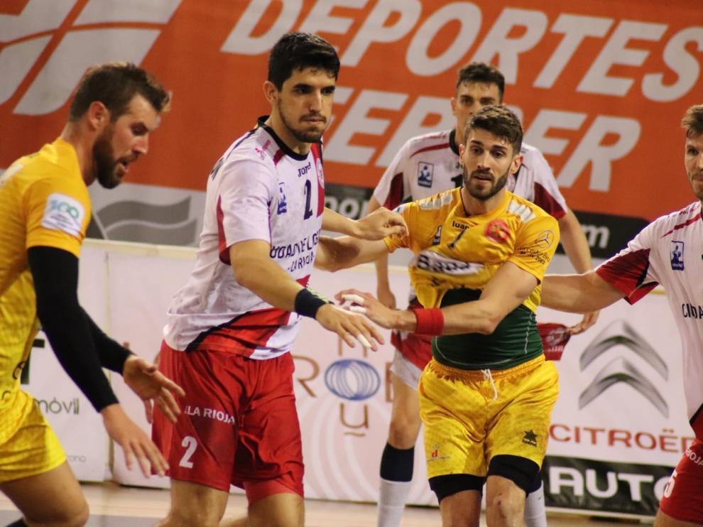 Gerard Carmona, en el partido entre el Bada Huesca y el Logroño.