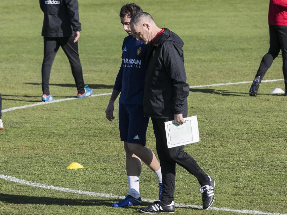 Eguaras charla con Víctor Fernández en la Ciudad Deportiva.