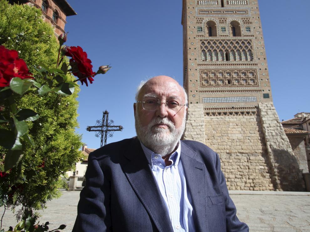 El profesor gonzalo Borras en Teruel. Foto Antonio garcia. 01-10-10