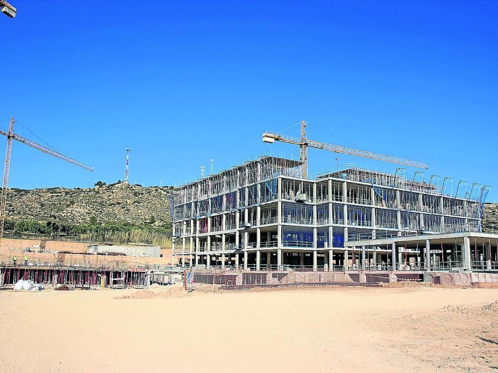 Estado de las obras del hospital, el miércoles. Ya se ha levantado el edificio para ingreso de pacientes