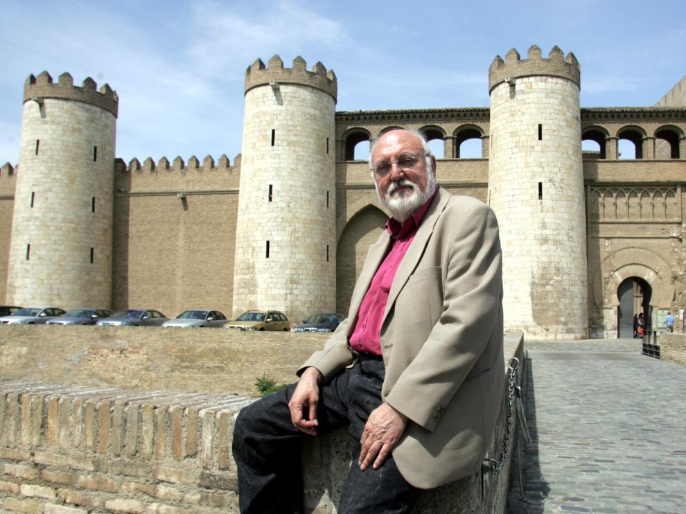 Gonzalo Borrás ante la Aljafería