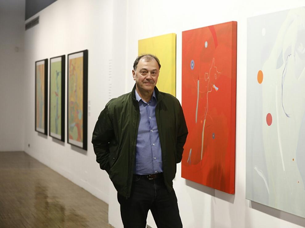 El artista aragonés Paco Simón en la exposición sobre su obra 'De vuelta al futuro'
