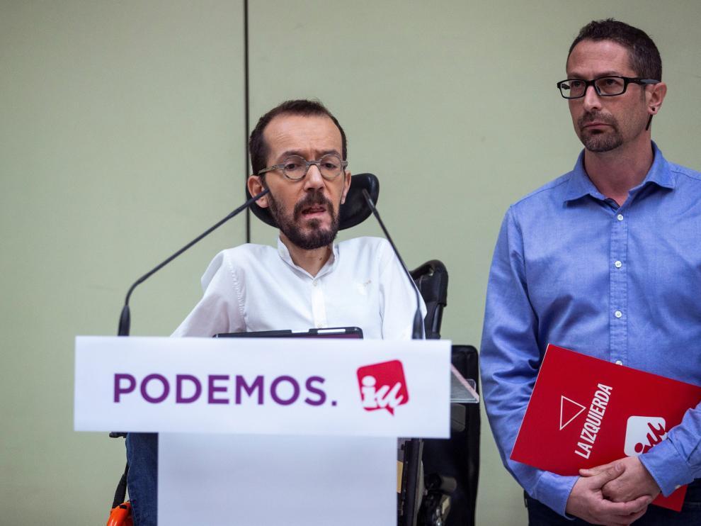 Pablo Echenique e Ismael González en rueda de prensa en la sede de IU.