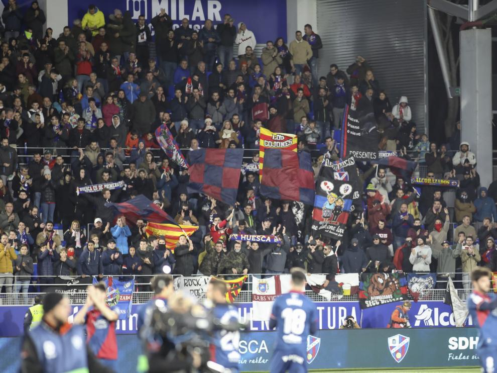 La afición de la SD Huesca abarrotó El Alcoraz en la visita del Real Madrid
