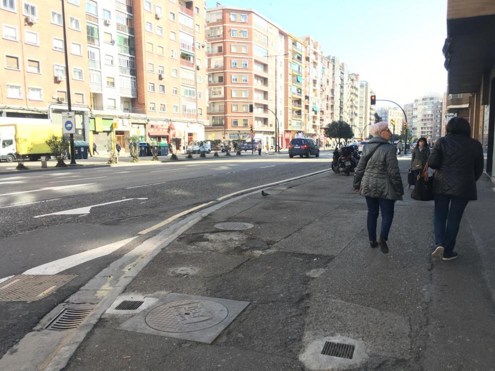Estado de las aceras en la avenida de Navarra
