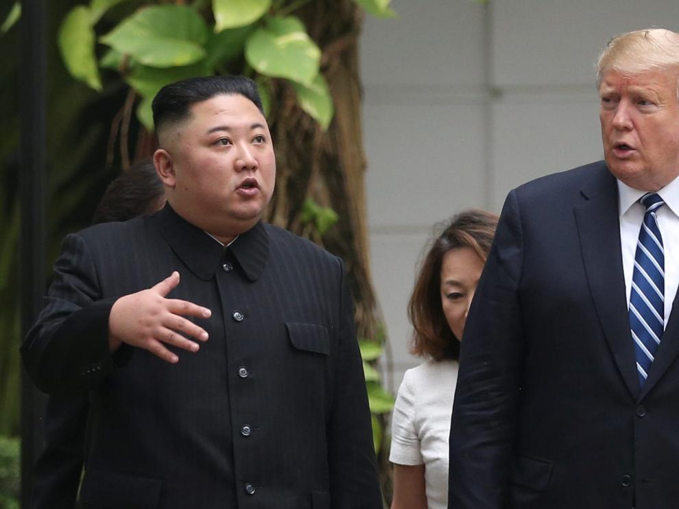 El líder norcoreano Kim Jong Un y el presidente estadounidense Donald Trump durante su encuentro en Hanói.