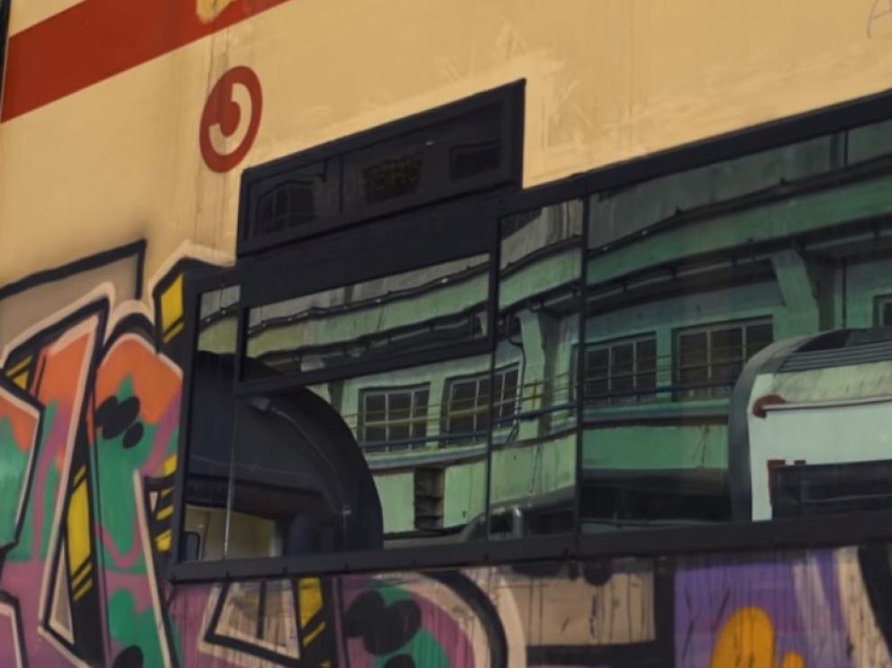 Grafiti en un tren de Renfe.