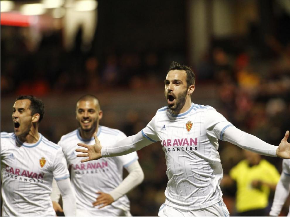 Celebración del último gol marcado hasta ahora por el Real Zaragoza. Fue en Lugo, en la noche del 9 de febrero, hace 20 días, 3 jornadas atrás. Lo marcó Guitián.