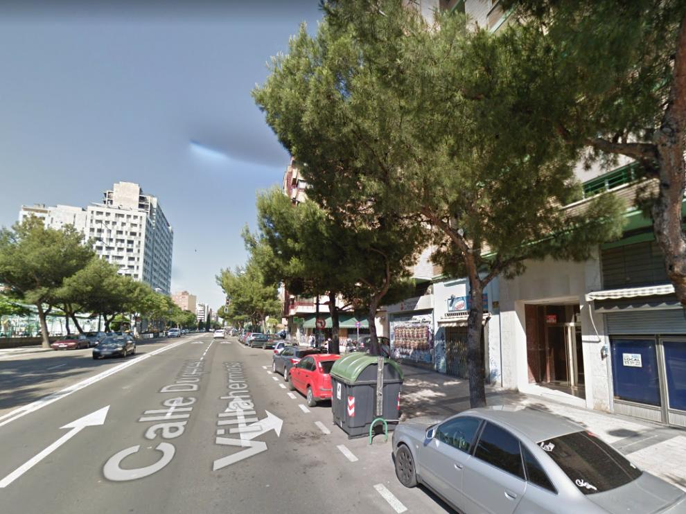 El fuego se ha declarado en un piso de la calle Duquesa Villahermosa.