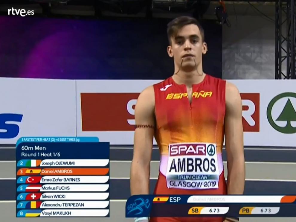 Daniel Ambrós, instantes antes de la carrera de 60 metros lisos en Glasgow.