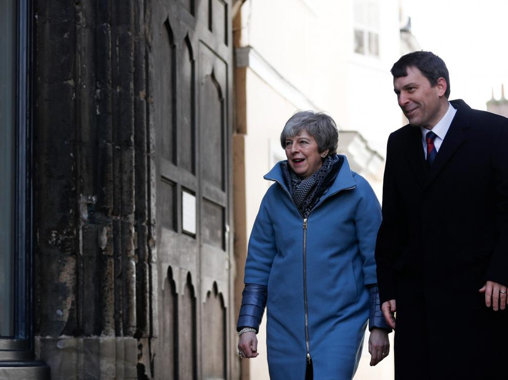Britain's Prime Minister Theresa May visits the city of Salisbury one year after the nerve agent attack on former Russian spy Sergei Skripal, Britain March 4, 2019. Adrian Dennis/Pool via REUTERS [[[REUTERS VOCENTO]]] BRITAIN-EU/