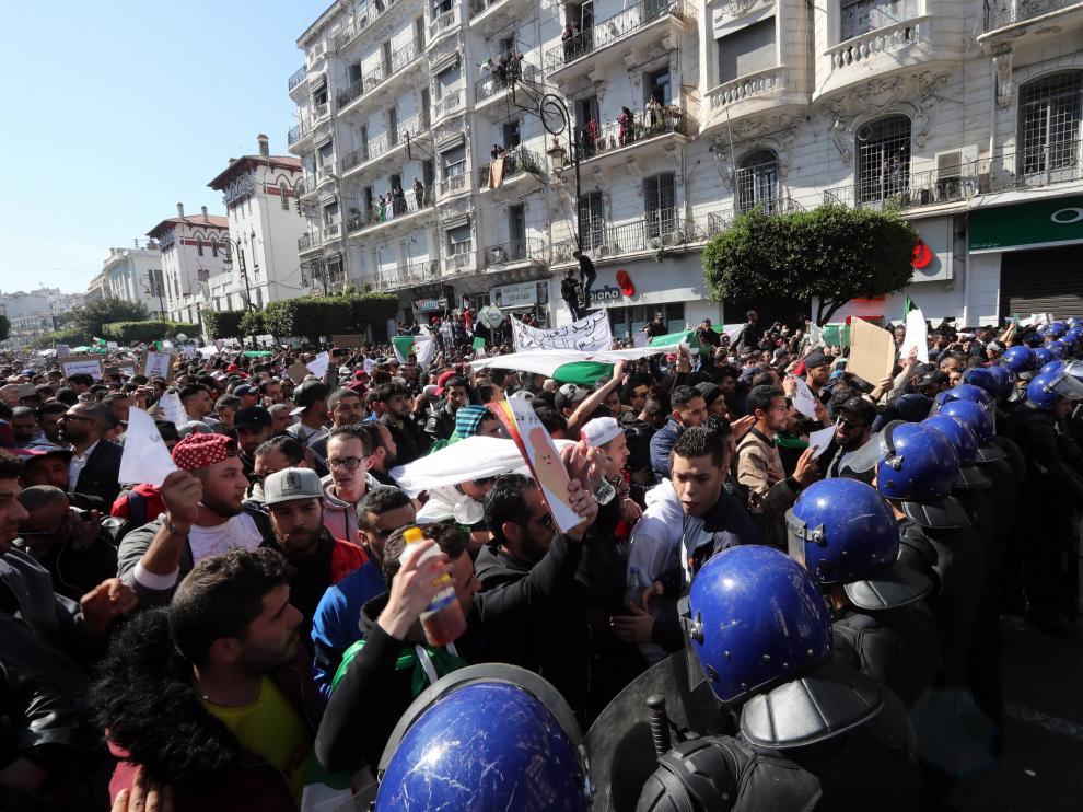 Protestas en Argelia por la decisión del octogenario presidente de presentar su candidatura a los comicios