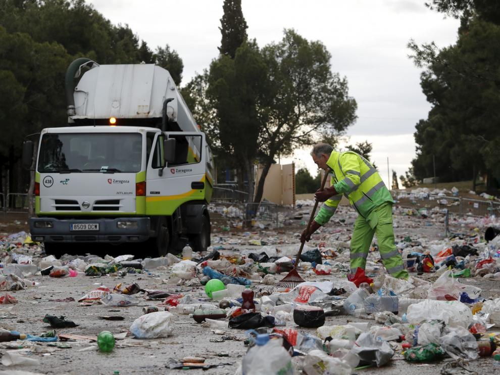 Recogida de basura tras el botellón de San Pepe 2018.
