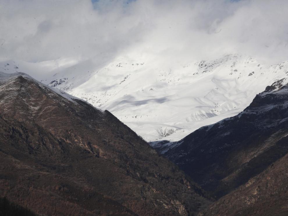 valle de castanesa al fondo /Javier Blasco/ 7-2-14