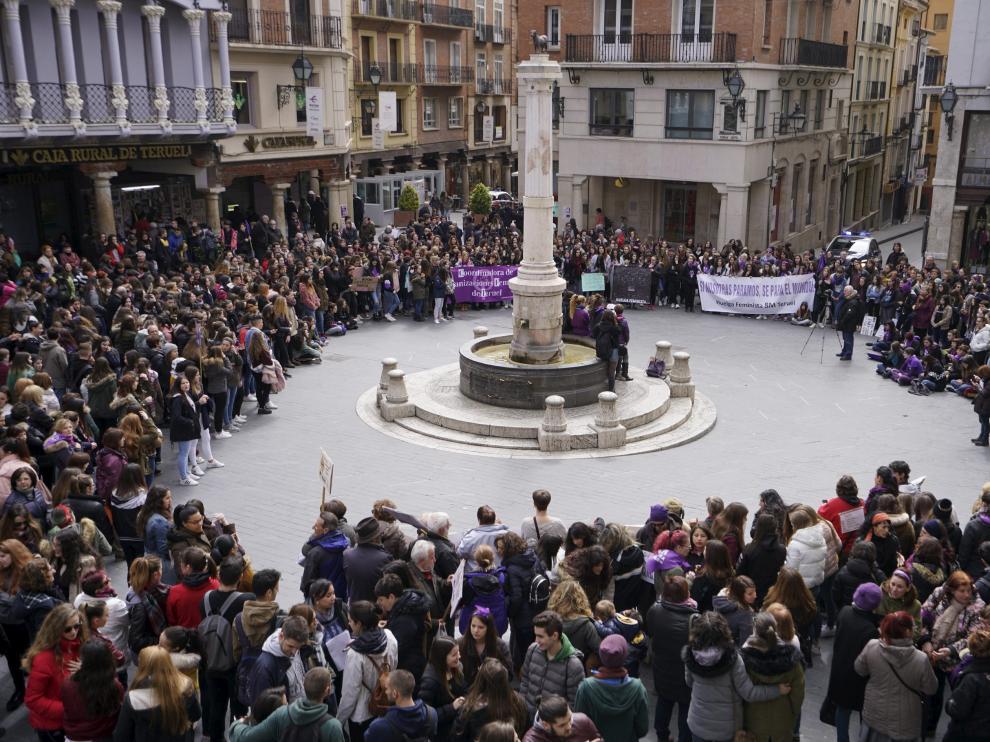 Concentración del 8-M de 2018 en la plaza del Torico de Teruel
