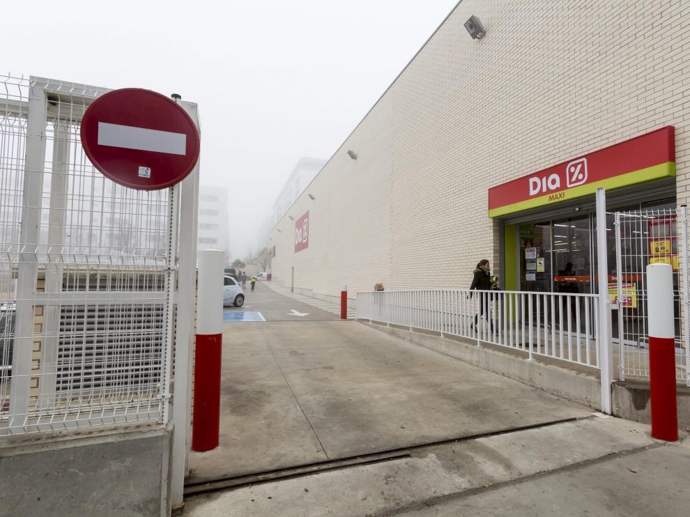 DIA, supermercado en paseo de los Olvidados 17 (Valdespartera), Zaragoza/ 26-12-2015 / FOTO: GUILLERMO MESTRE