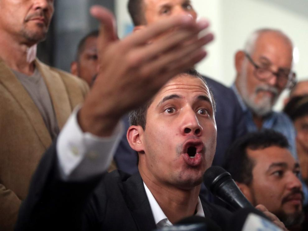 Venezuelan opposition leader Juan Guaido, who many nations have recognized as the country's rightful interim ruler, speaks during a press conference after the meeting with public employees in Caracas, Venezuela March 5, 2019. REUTERS/Ivan Alvarado [[[REUTERS VOCENTO]]] VENEZUELA-POLITICS/