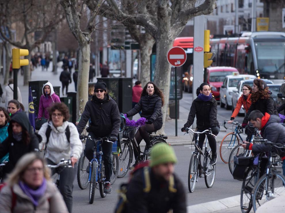 'Bicipiquete' por las calles de Zaragoza por la huelga feminista