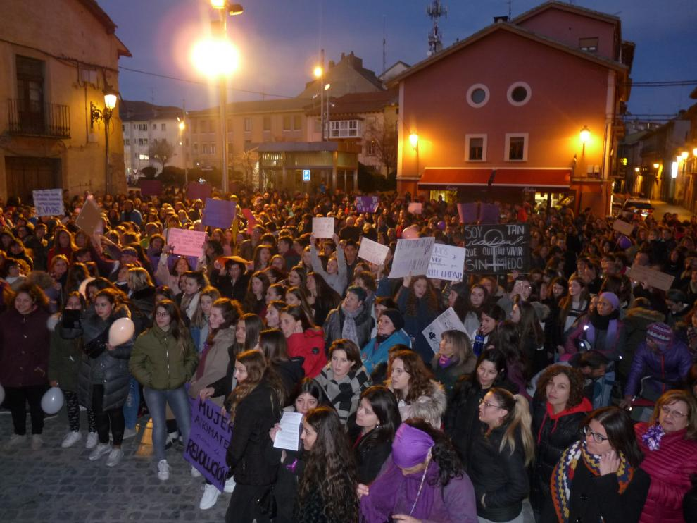 Concentración multitudinaria en Jaca por el 8-M, Día de la Mujer.