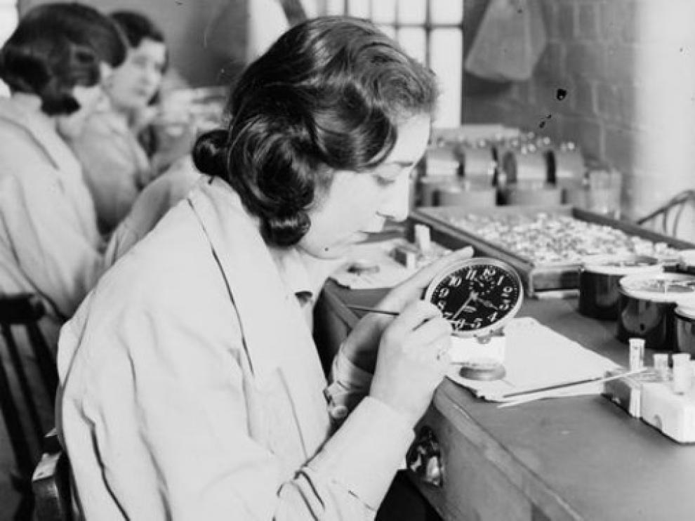 Una de las chicas del radio en la fábrica de Ingersoll en 1932.